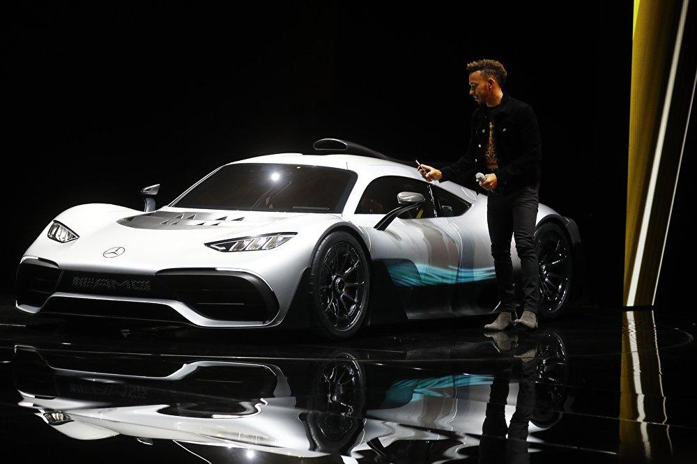 Пилот Формулы-1 Льюис Хэмилтон представляет Mercedes-AMG Project ONE
