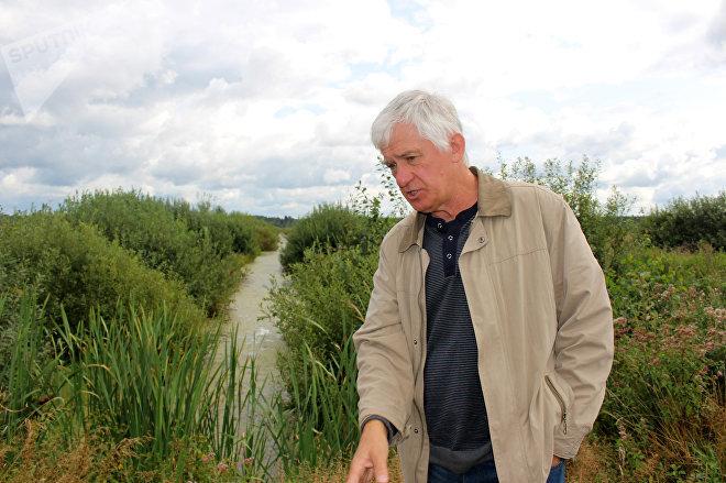 Научный руководитель проекта по восстановлению болот Александр Козулин уверен, что заболачивание торфяников помогает Беларуси экономить миллионы долларов в год