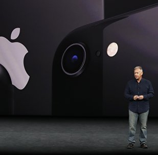 Вице-президент Apple Филип Шиллер на презентации iPhone 8