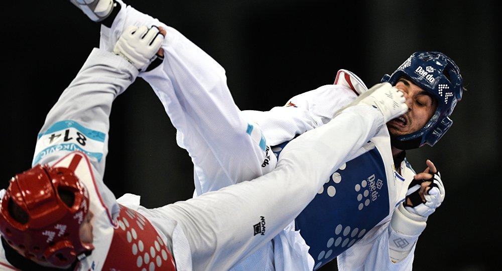 Иван Трайкович (Словения) и Рос Гомес (Испания) в соревнованиях по тхэквондо среди мужчин, архивное фото