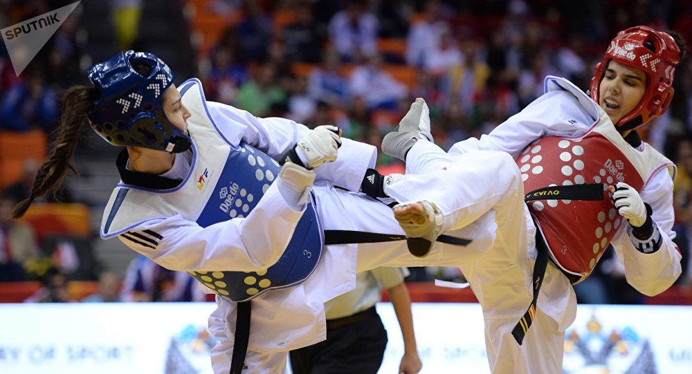 Ирем Яман (Турция) и Марта Карло (Испания) в финале соревнований по таэквондо среди женщин