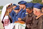 Российских военных под Гродно и в Мачулищах встретили караваем
