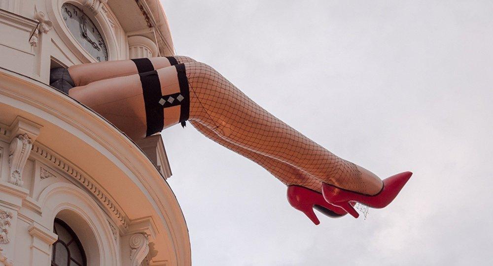 Надувные ноги, архивное фото