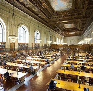 Читальный зал в библиотеке Нью-Йорка, архивное фото