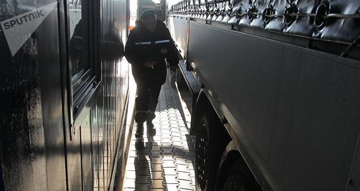 ВДобрушском районе пограничники изъяли бронированные Gelandewagen иHummer