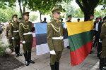 Рота почетного караула и флаги стран Балтии и США