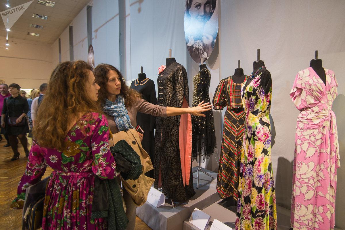 Выставка Модный век – платья из коллекции Александра Васильева