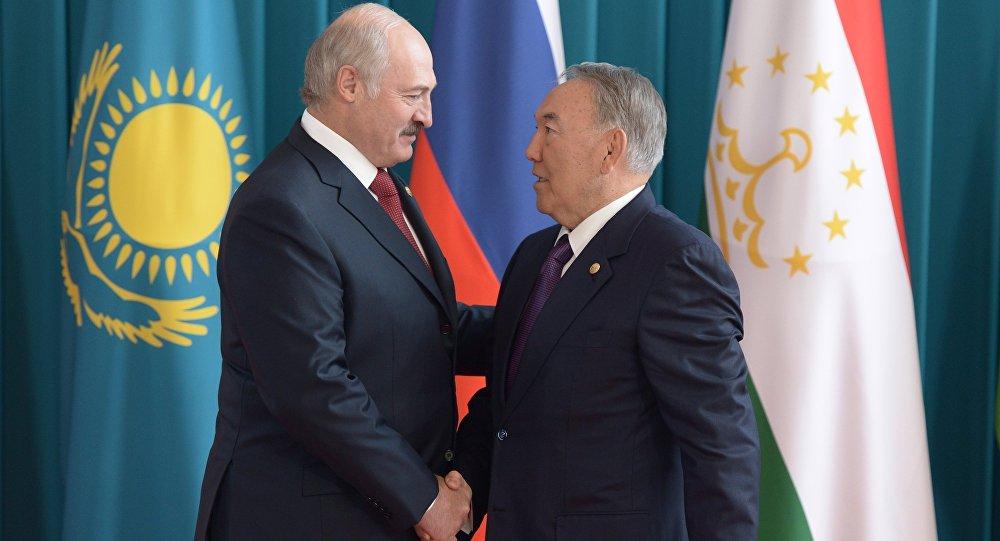 Александр Лукашенко и Нурсултан Назарбаев на заседании Совета глав государств-участников СНГ