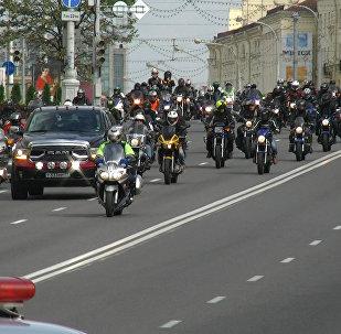 Відэафакт: тысячы байкераў закрылі мотасезон у Мінску