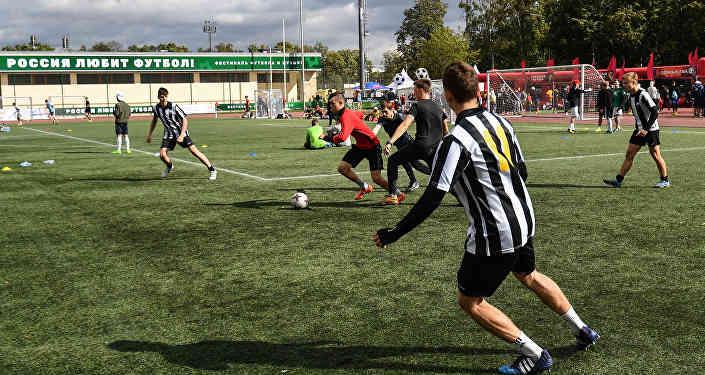 Футбольно-музыкальный поединок в Лужниках