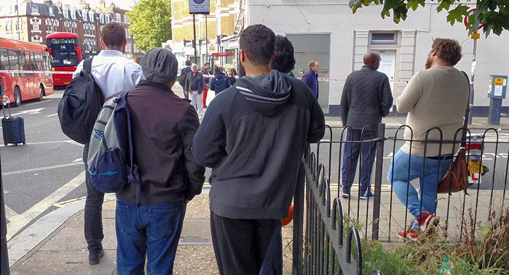 Ситуация возле станции метро в Лондоне, где произошел взрыв