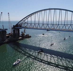 Парусная регата под аркой Крымского моста