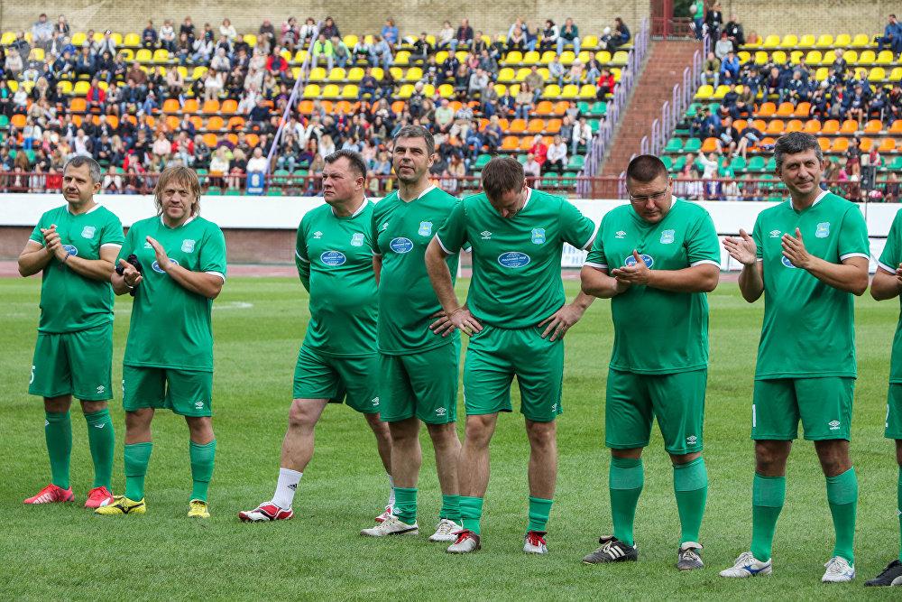Команда хозяева поля, капитаном которой был мэр Гродно, больше месяца усиленно тренировалась.