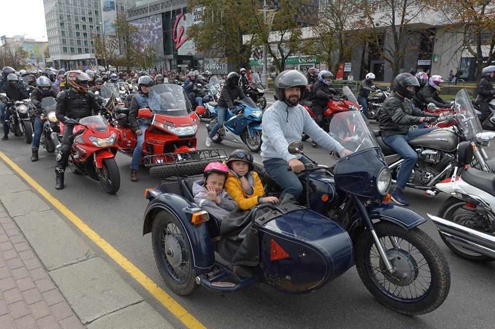 В закрытии мотосезона принимали участие байкеры не только на современных мотоциклах: были советские Днепры, Уралы и МТ