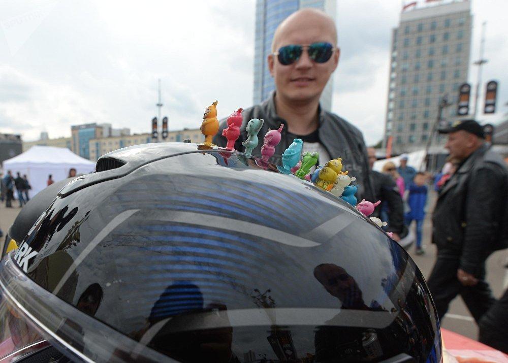 Суровым мужчинам на байках ничего не чуждо - даже бонстики на шлемах