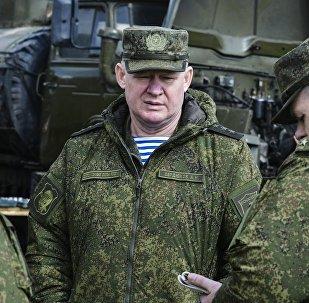 Командующий Воздушно-десантными войсками Андрей Сердюков (в центре), архивное фото