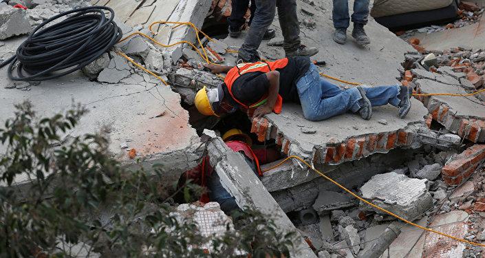 Число погибших землетрясения вМексике возросло до319 человек