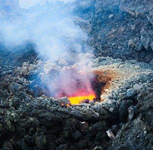 Выход магмы на склоне вулкана