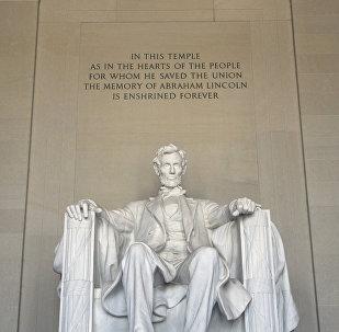 Статуя Авраама Лінкальна ў ЗША