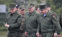 Аляксандр Лукашэнка наведвае вучэнні Захад-2017