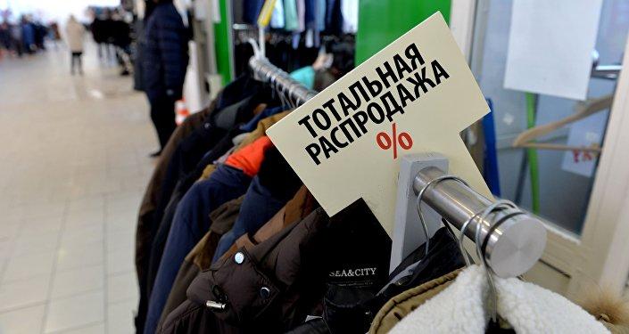 Торговля товарами легпрома на рынке Ждановичи