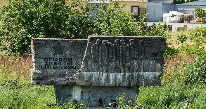 Памятник жертвам нацизма около города Тересполь в Польше