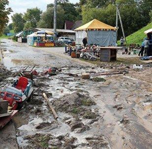 Аттракционы на набережной Речицы смыло грязевым потоком