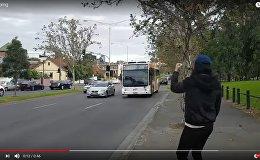 Новый челлендж: водители сигналили канадцу в ответ на его просьбу