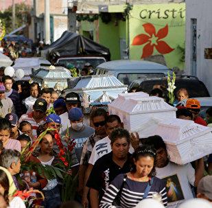 Похороны погибших при землетрясении