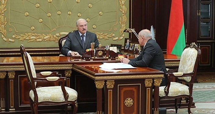 Лукашенко подписал указ осокращении проверок, развязывающий руки бизнесу