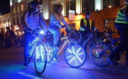 По вечернему проспекту Независимости проехала целая колонна светящихся велосипедов - горожане, которые видели это, были просто в восторге - кричали, свистели, аплодировали.