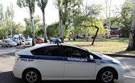 Полицейский автомобиль на одной из улиц в Донецке, архивное фото