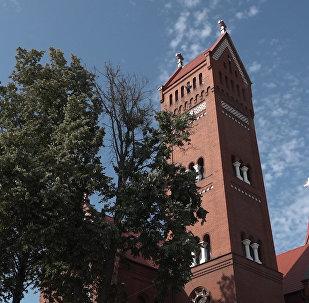 Нам не мешает: минчане о запрете Красному костелу звонить в колокола
