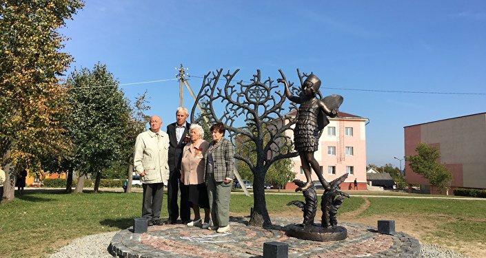 ВНовогрудке открыли монумент погибшим вгетто