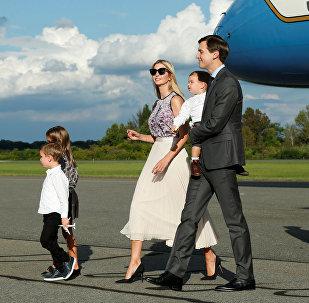 Джаред Кушнер с супругой Иванкой Трамп и детьми