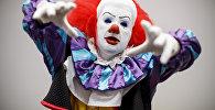 Клоун, пародирующий главного персонажа фильма Оно Пеннивайза