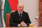 Президент Беларуси Александр Лукашенко на встрече с председателем Комитета по контролю и управлению государственным имуществом при Госсовете КНР Сяо Яцином 01.08.2017