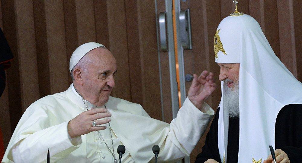 Лукашенко захотел организовать встречу патриарха Кирилла иПапы Римского