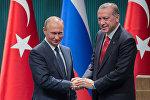 Президент РФ Владимир Путин и президент Турции Реджеп Тайип Эрдоган (справа)