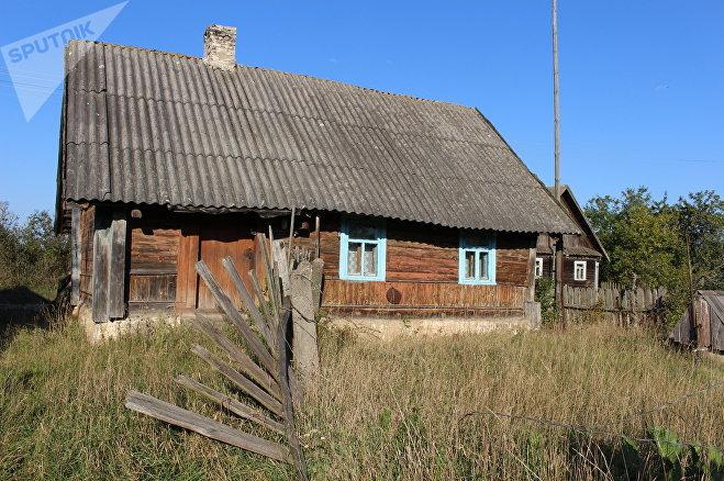 Такие заброшенные дома могли стать местом ночлега мальчика