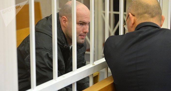Обвиняемый Евгений Раздуев с адвокатом