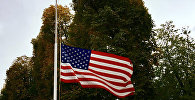 Сцяг ЗША, прыспушчаны каля амбасады