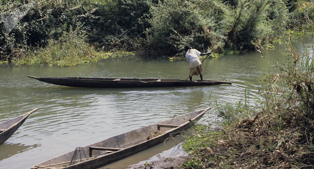 ВНигерии при крушении парома погибло неменее 20 человек