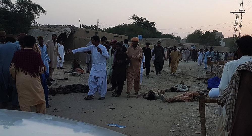 Смертник подорвал бомбу ухрама вПакистане: 18 человек погибли