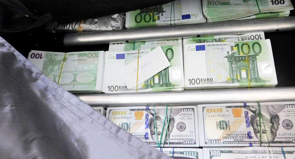 Житель россии пытался вывезти из Республики Беларусь чемодан денежных средств