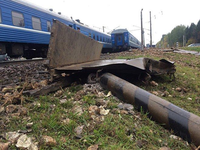 Под Барановичами два поезда протаранили грузовой автомобиль ссвеклой, железнодорожное движение остановилось 9