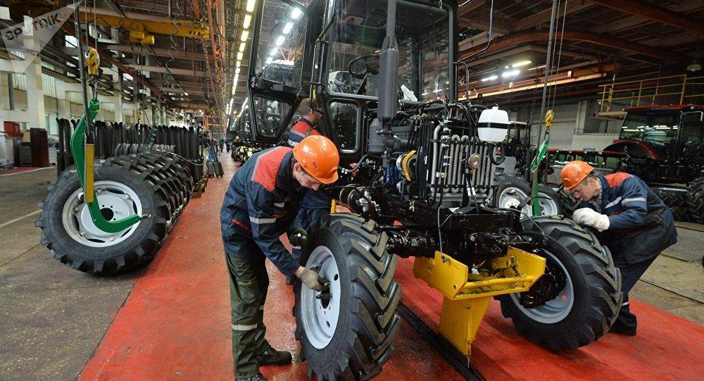 Производство тракторов Беларус, архивное фото