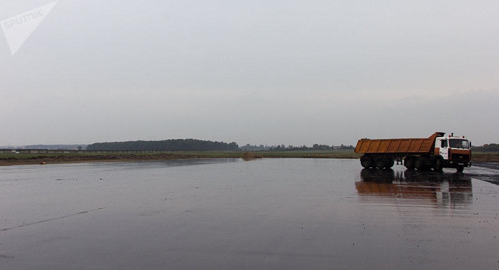 """Новая взлетная и """"тяжелые"""" рейсы: как обновится брестский аэропорт"""
