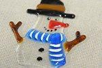 Посетителям ТРЦ Galleria показывают, ка создаются елочные игрушки