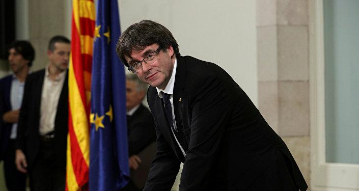Председатель правительства Карлес Пучдемон подписал декларацию о независимости Каталонии